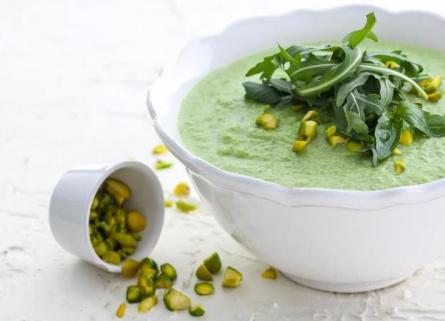 Холодный суп из кабачков с фисташками