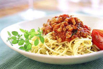 Спагетти с говяжьим фаршем в пряном соусе